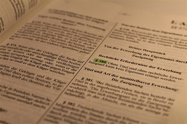 Teori dan aliran pendapat sarjana hukum atau mahzab ilmu hukum