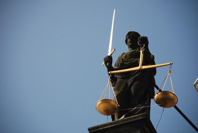 Unsur-unsur dan faktor-faktor yang mempengaruhi perkembangan hukum adat